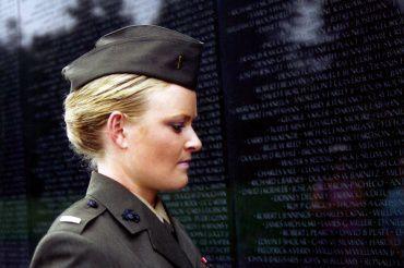 3-ElleinfrontofVietnamMemorial