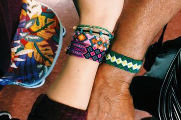 Hecho por artistas en Nicaragua y Guatemala, las pulseras fueron agotadas en solo unos dias.