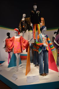 Mannequins dressed in clothing of the time are situated in the center of most rooms.