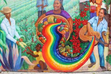 Pintado para honrar a sobrevivientes nicaragüenses de la Guerra Civil en su país, este mural refleja las esperanzas que muchos ciudadanos tenían para después de la matanza.