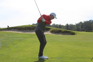 Solter in his backswing before chipping the ball on the green