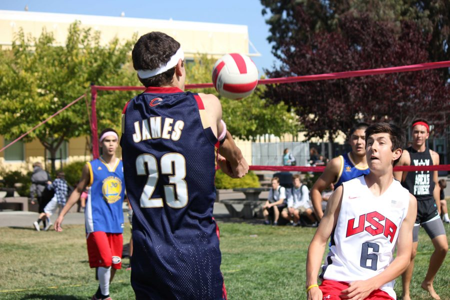Gallery%3A+Bomb+Squad+beats+Pinnerz+in+intramural+volleyball+semifinals
