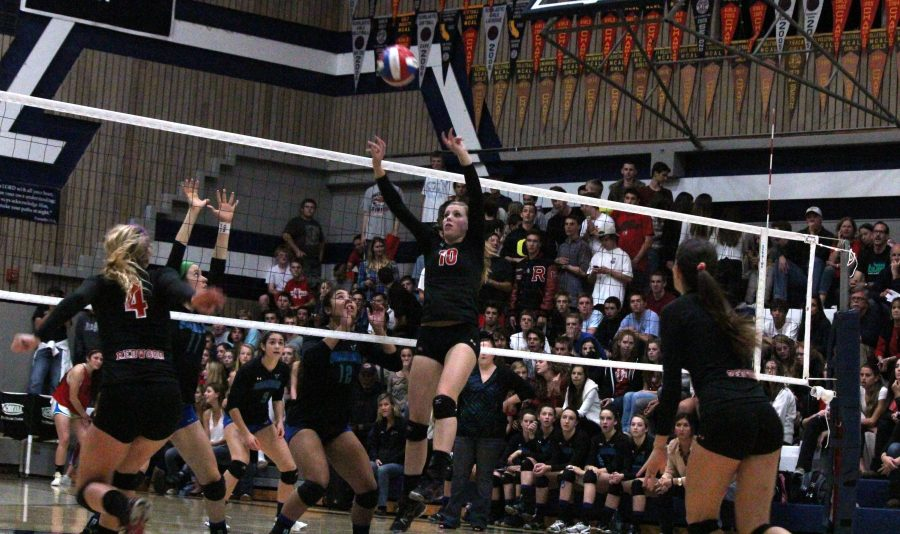 Varsity volleyball loses to Branson in MCAL final