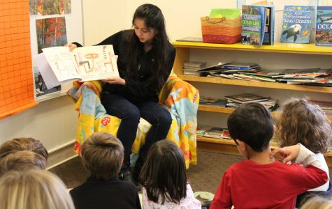 Sophia de Morelos teaching a group of young french students