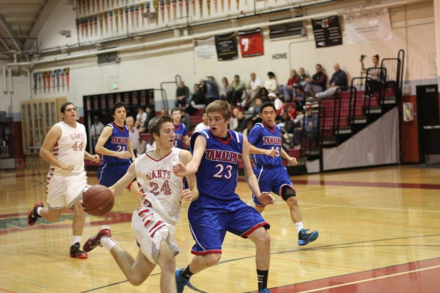 Boys' varsity basketball makes comeback over Tam