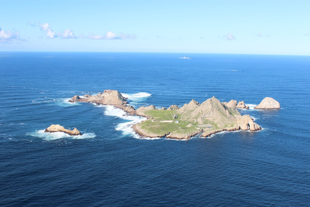 The Farallon islands sit 26 miles off the Golden Gate Bridge
