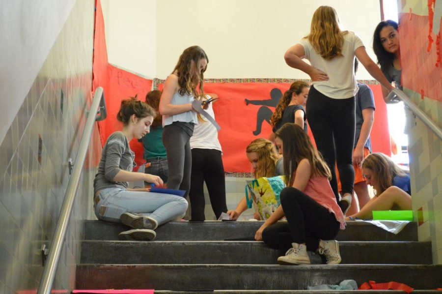 Students decorate stairwell as part of Homecoming week tradition