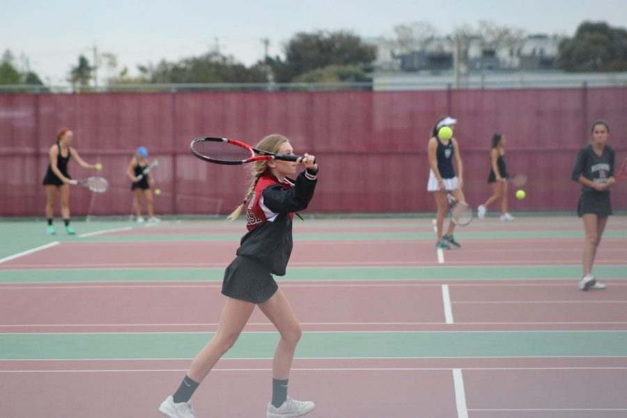 Girls' varsity tennis sweeps MCAL semifinal