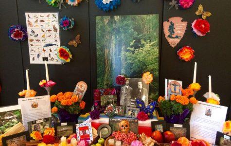 Estudiantes pagan respeto a la muerte en el Día de los muertos