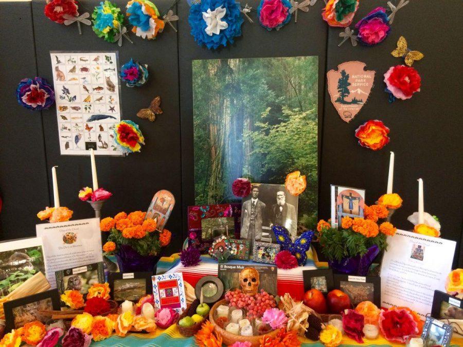 Un altar está dedicado a la naturaleza y los animales extintos.