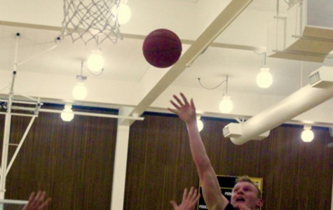 Boys' varsity basketball continues undefeated streak