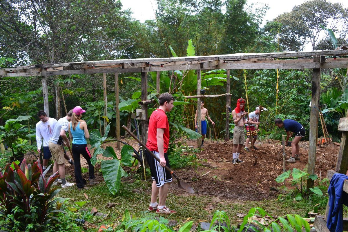 Estudiantes viajan a Panamá para realizar obras de conservación