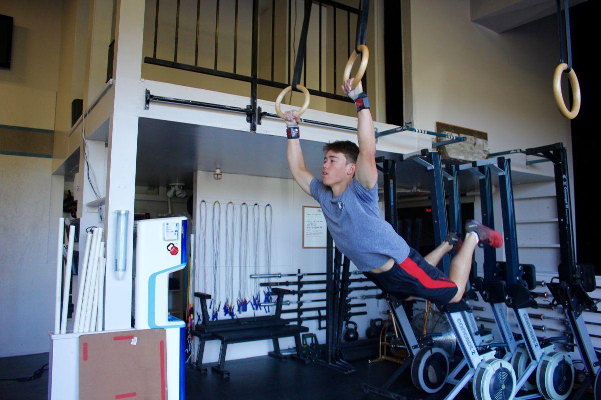Drop it like it's squat: juniors compete in CrossFit open