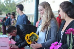 Leadership students organized the delivery of flowers and the writing of notes.