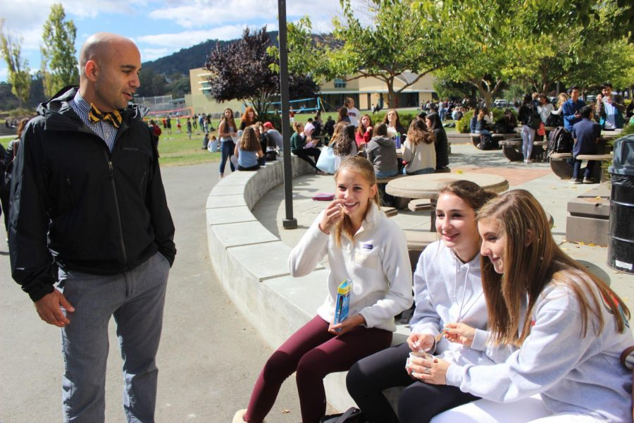 Laughing with students, Zargar gets to know freshman during lunch
