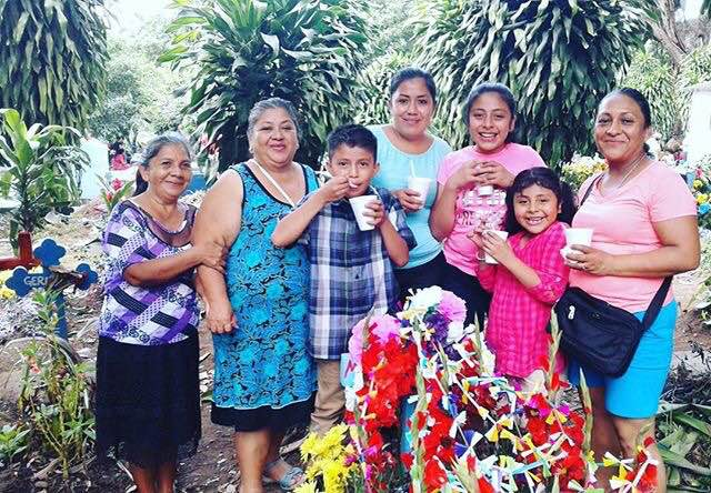 La familia de Danny Elias celebra Día de Los Muertos