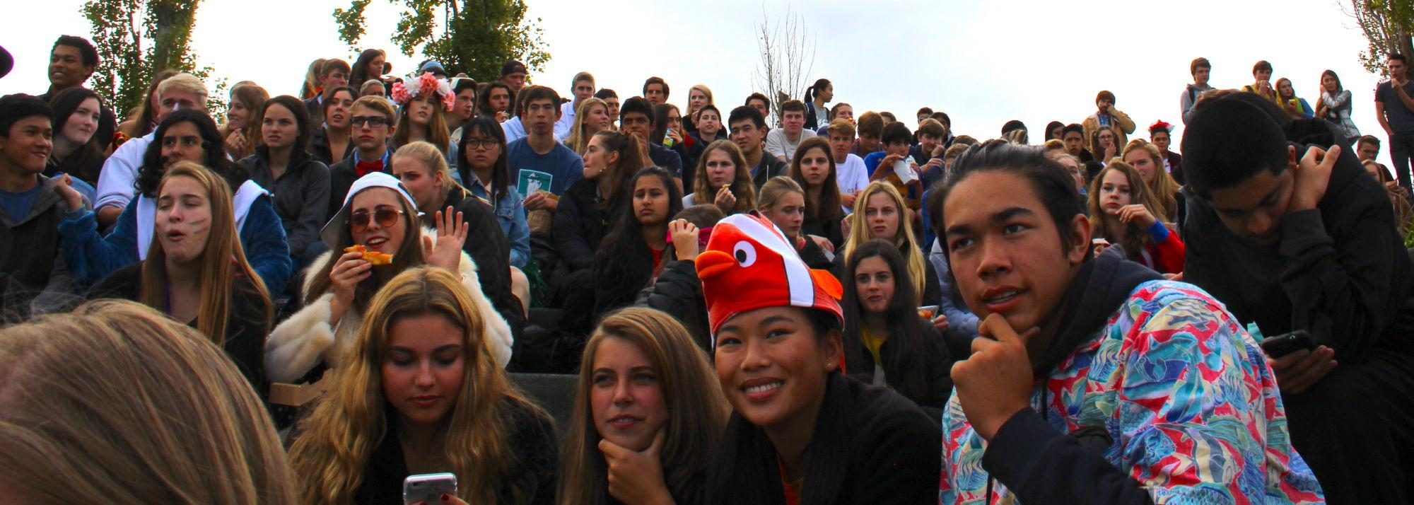 Students+crowd+the+amphitheater+during+the+17th+annual+Halloween+costume+contest.