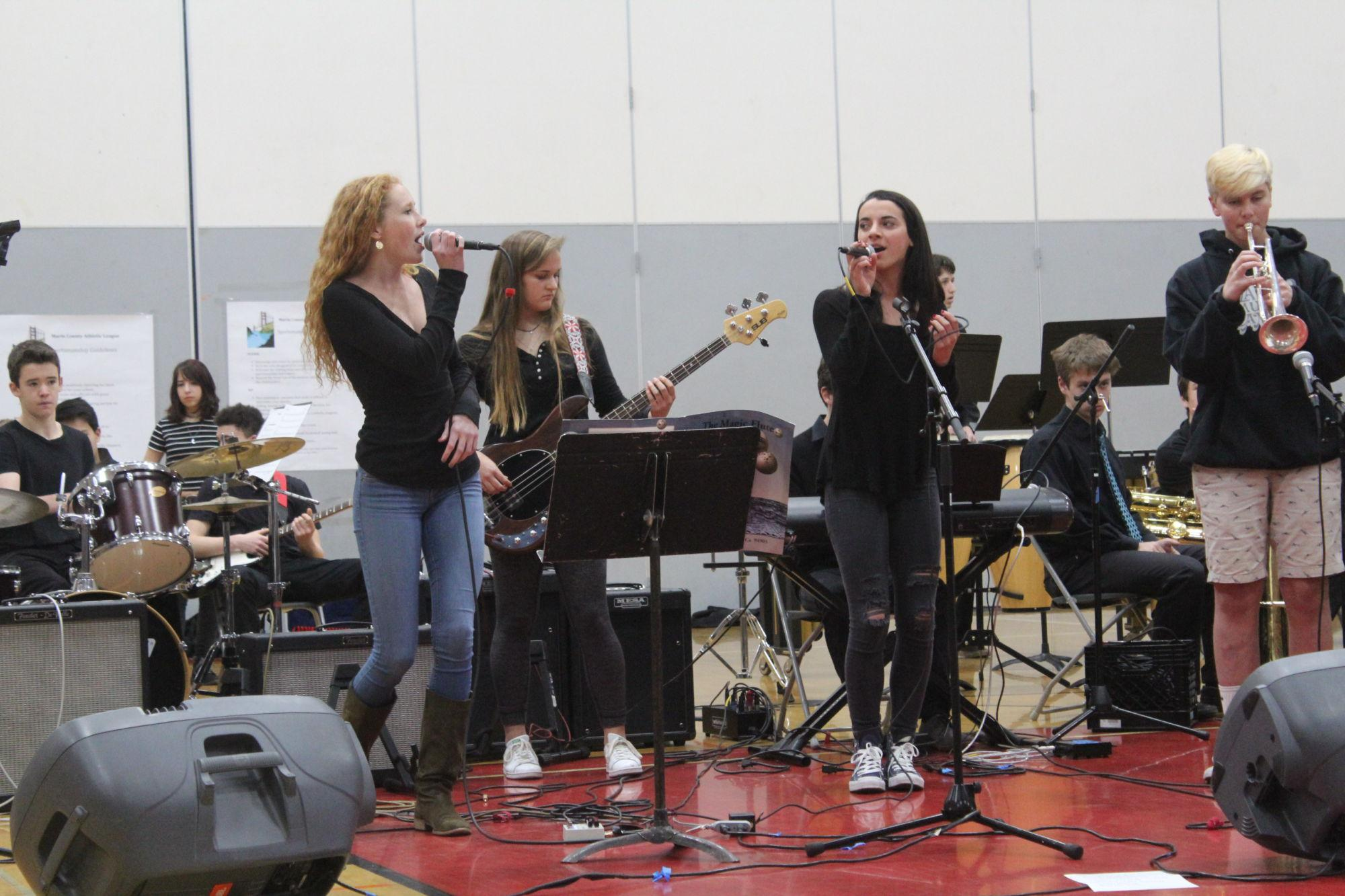 Senior+Bryte+Darden+and+junior+Hannah+Halford+perform+a+duet+during+last+Monday%E2%80%99s+advisory.%0A