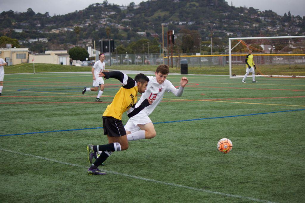 Boys' soccer continues winning streak in season finale against Novato