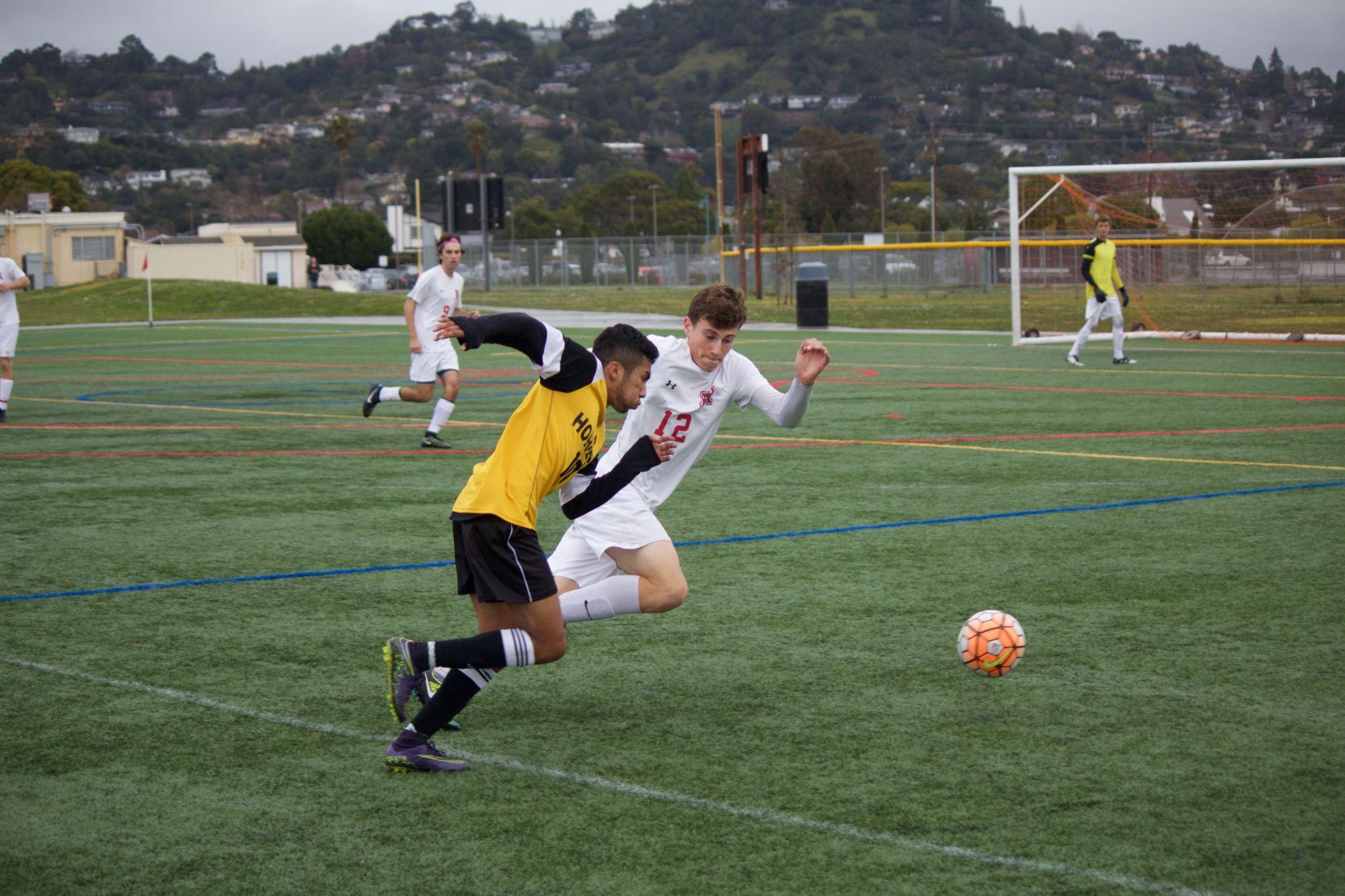 Boys' soccer continues winning streak in season finale against Novato
