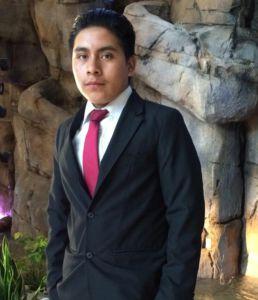 Elmer Vicente Mèndez es un estudiante de transferencia de Guatemala y un estudiante de ultimo año