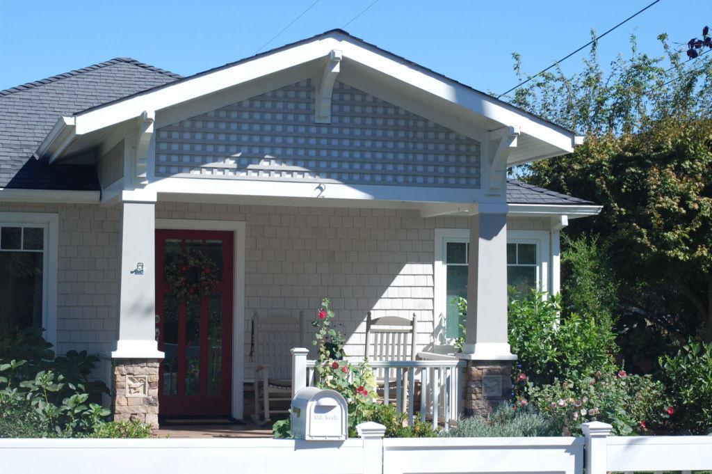 Meet the couple living in Hannah Baker's house