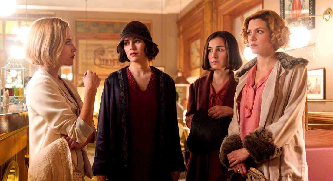 A call you want to answer: Las Chicas del Cable