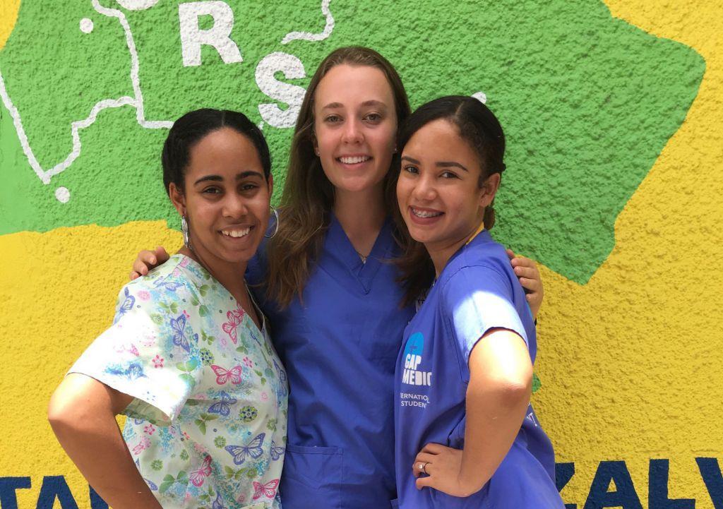 Viajar al extranjero: suministrando apoyo físico y emocional