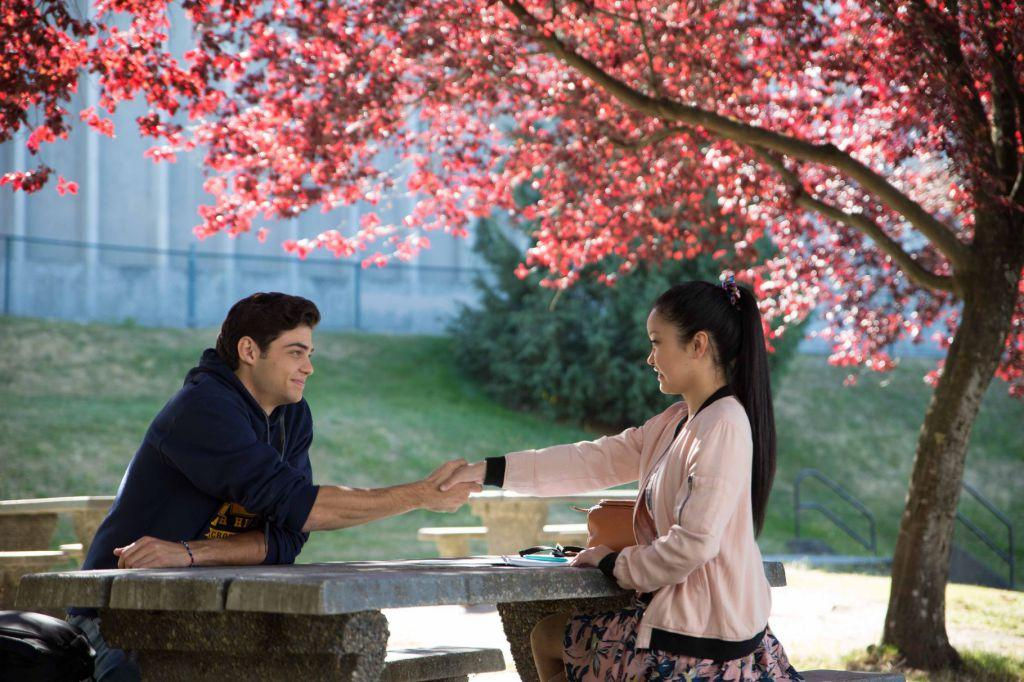 Lara Jean and Peter make a deal to be each be fake boyfriend and girlfriend.