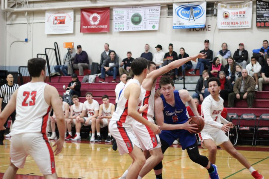 Boys varsity basketball scores slim victory over Tam