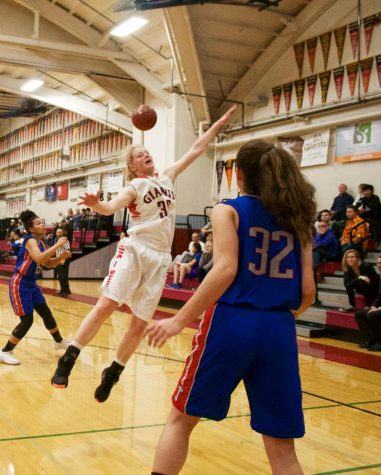 Girls' varsity basketball team defeats rival Tam in climatic fashion