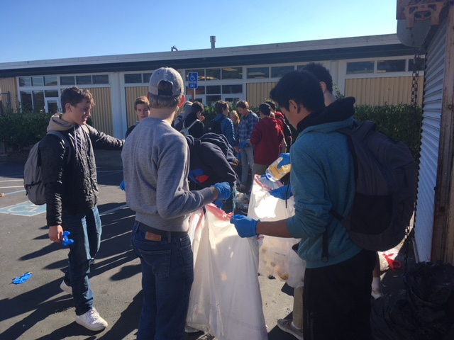 Juniors+Sam+Abbott+and+Jonathon+Yu+help+organize+recycling+at+lunch.+They+are+part+of+the+nonprofit+Recycle+for+Africa+which+meets+once+a+week+in+room+215.
