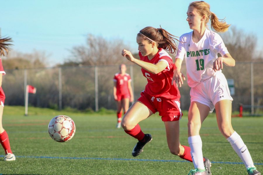Girls' varsity soccer pummels Drake to secure first place spot in MCAL