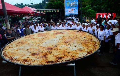 Celebrando el día nacional de la pupusa en El Salvador