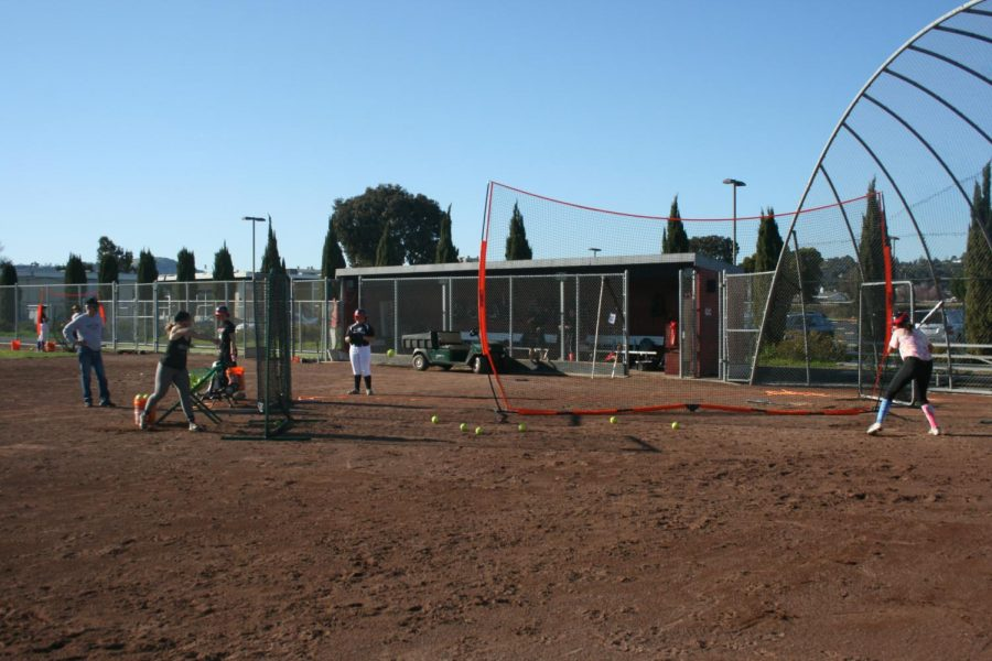 Freshman+Sadie+Leonard+practices+hitting.