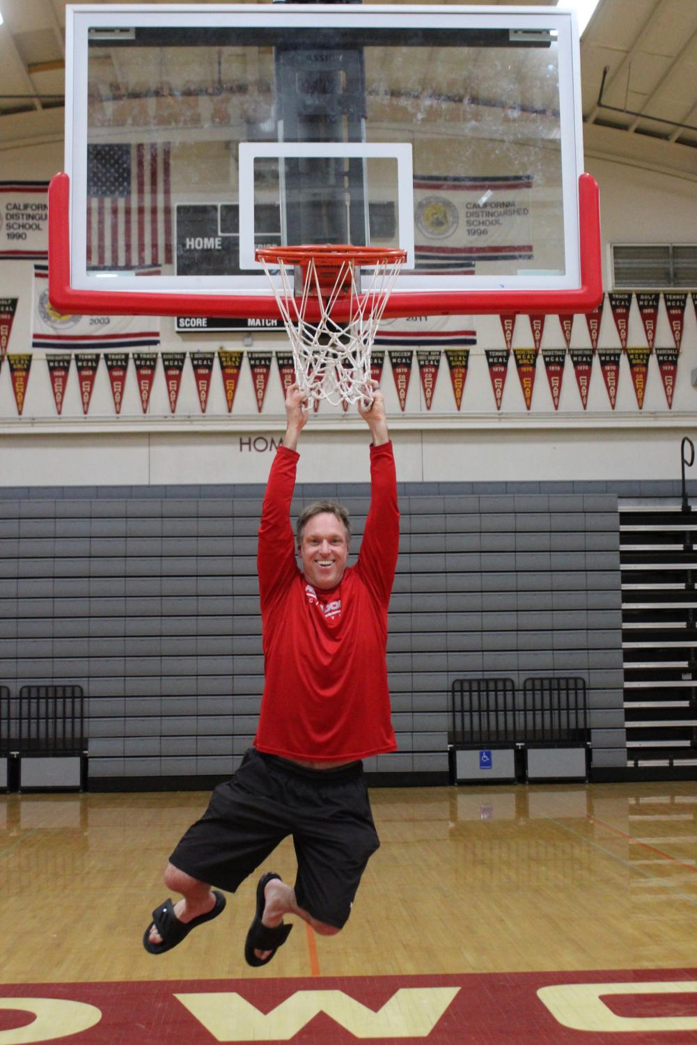 After graduating around 20 years ago, Rich Weingart returns to the Redwood gym.