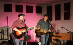 Grammy nominees Rob Ickes and Trey Hensley perform for Redwood students