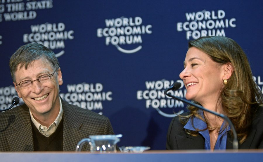 DAVOS/SWITZERLAND, 29JAN10 -  Melinda French Gates (R), Co-Chair, Bill & Melinda Gates Foundation, USA; Co-Chair of the World Economic Forum Annual Meeting 2010, and William H. Gates III, Co-Chair, Bill & Melinda Gates Foundation, USA, smile during the 'Bill & Melinda Gates Foundation Pledge' in the Congress Centre of the Annual Meeting 2010 of the World Economic Forum in Davos, Switzerland, January 29, 2010 .  Copyright by World Economic Forum swiss-image.ch/Photo by Sebastian Derungs