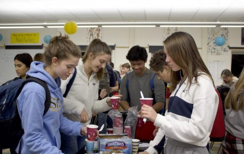 Helping themselves to hot chocolate and other seasonal snacks, students participate in annual Cocoa and Cram in preparation for finals.