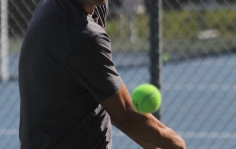 Boys' varsity tennis soars over Branson to remain undefeated in MCALs