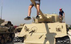 VISITANDO UN CAMPAMENTO militar de entrenamiento inactivo durante su viaje anterior, Danel tomó el tiempo explorar algunos tanques militares.  (Foto cortesía de Arturo Danel)