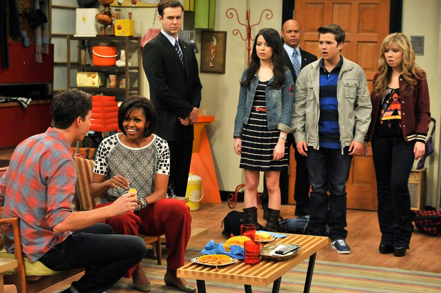 HOLLYWOOD, CA - JUNE 13: First Lady, Michelle Obama (2L) speaks to Jerry Trainor whilst she makes a special appearance on Nickelodeons hit series iCarly at Nick On Sunset studio on June 13, 2011 in Hollywood, California. Mrs. Obama appeared on the show to bring awareness to Joining Forces, an initiative that supports and honors U.S. military families. (Photo by Lisa Rose/Getty Images via Viacom International)