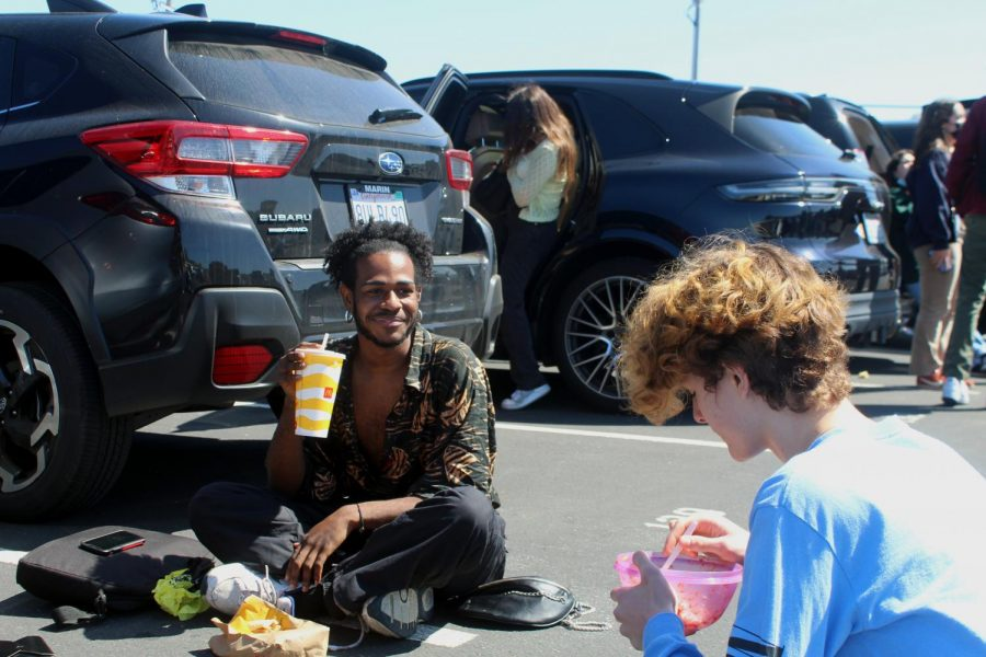 Eating lunch in the back parking lot, juniors Kaylen Shaw and William Fitzgerald enjoy their first fully in-person week at Redwood.