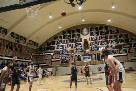 Late comeback by boys' varsity basketball falls short in thrilling game vs. Marin Catholic