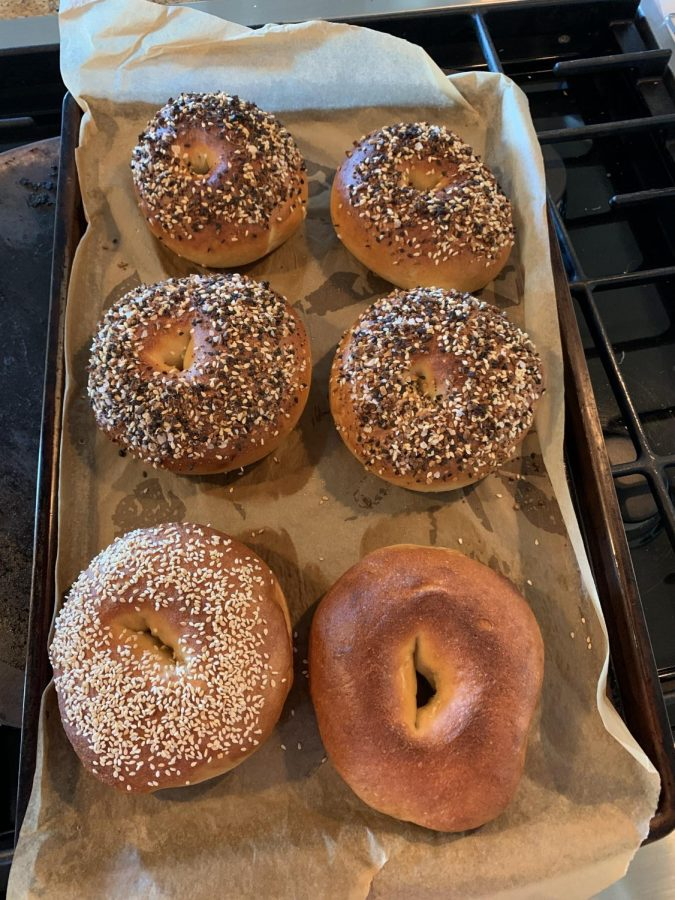 Finished+bagels+fresh+out+the+oven%2C+topped+with+everything+bagel+seasoning%2C+and+sesame+seeds+