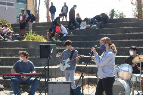 Four Redwood band members catch the eyes of hundreds attending club day.